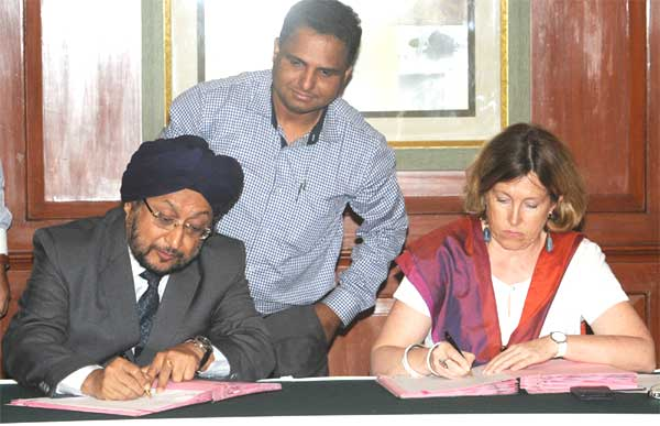 The CMD, IREDA, K.S. Popli and the Director of AFD's Regional Office in New Delhi, Aude Flogny signing the Loan Agreement between the Agence Francaise de Developpement (French Agency for Development - AFD) and M/s Indian Renewable Energy Development Agency Ltd. (IREDA), in New Delhi on May 21, 2014.