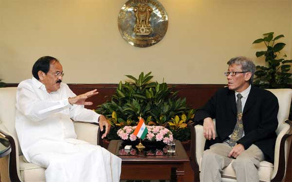 The Ambassador of Singapore to India, Lim Thuan Kuan meeting the Union Minister for Urban Development, Housing and Urban Poverty Alleviation and Parliamentary Affairs, M. Venkaiah Naidu, in New Delhi on June 27, 2014.