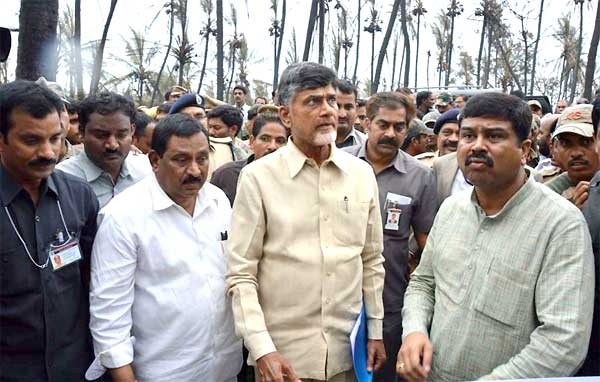 The Minister of State (Independent Charge) for Petroleum and Natural Gas, Dharmendra Pradhan alongwith the Chief Minister of Andhra Pradesh, N. Chandrababu Naidu at the pipeline accident site, at Tatipaka, Andhra Pradesh on June 27, 2014.