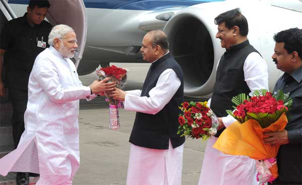 The Prime Minister, Narendra Modi being received by the Governor of Maharashtra, K. Sankaranarayanan, on his arrival, at Mumbai Airport on July 21, 2014. The Chief Minister of Maharashtra, Prithviraj Chavan is also seen.