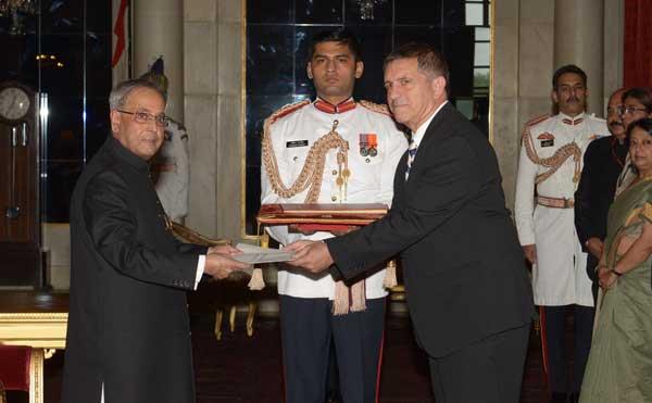 Daniel Carmon, Ambassador-designate of Israel presenting his credentials to the President of India, Pranab Mukherjee, at Rashtrapati Bhavan, in New Delhi on July  31, 2014.