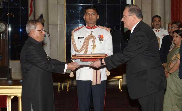 Carlos E. Orlando Bonet, Ambassador-designate of Uruguay presenting his credentials to the President of India, Pranab Mukherjee, at Rashtrapati Bhavan, in New Delhi on July  31, 2014.