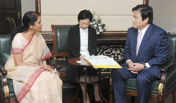 The State Minister of Economy, Trade and Industry, Japan, Mr. Kazuyoshi Akaba meeting the Minister of State for Commerce & Industry (Independent Charge), Finance and Corporate Affairs, Smt. Nirmala Sitharaman, in New Delhi on July 31, 2014.