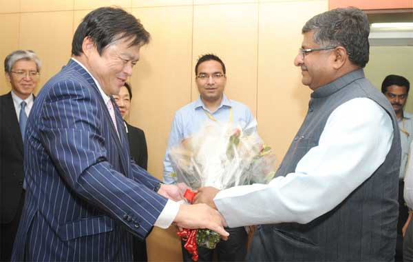 The State Minister of Economy,Trade and Industry of Japan, Kazuyoshi Akaba calling on the Union Minister for Communications & Information Technology and Law & Justice, Ravi Shankar Prasad, in New Delhi on July 31, 2014.