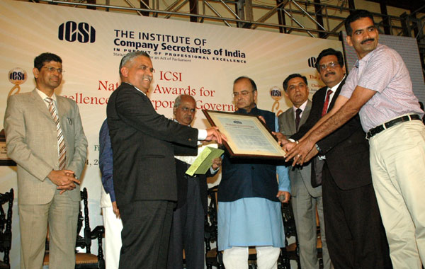 Shri Rajeev Sharma, CMD,REC received the 13th ICSI National Award for Excellence in Corporate Governance for the year 2013 from Shri Arun Jaitley, Minister for Finance, Corporate Affairs and Defence