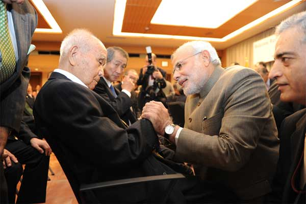 The Prime Minister, Narendra Modi reaches out to 99 year old Saichiro Misumi, Netaji's oldest living associate in Japan, in Tokyo, Japan on September 02, 2014.