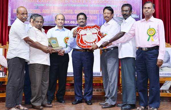 C. Senthamil Selvan, Executive Director(Mines) receiving the NLC Chairman's Shield for  the Zero Accident Potential Award for the year 2013, awarded to Mine-I and IA from Rahul Guha, Director General of Mines Safety and B. Surender Mohan,CMD,NLC . Also seen are N. Pandian , P.Selvakumar, Rajasekar , R. Kumar ,General Managers, NLC.