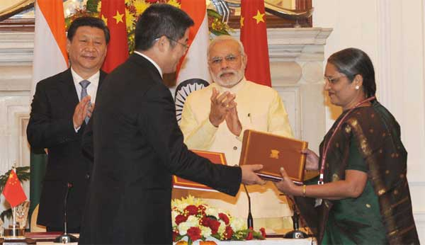 The Prime Minister, Narendra Modi and the Chinese President, Xi Jinping witnessing the signing of agreement between the Chairperson, Central Board of Excise and Customs, J.M. Shanti Sundharam and the Ambassador of China to India, Le Yucheng on mutual administrative assistance and co-operation in Customs matters, in New Delhi on September 18, 2014.