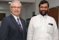 The Minister of Agriculture and Agri-Food of Canada, Gerry Ritz calls on the Union Minister for Consumer Affairs, Food and Public Distribution, Ram Vilas Paswan