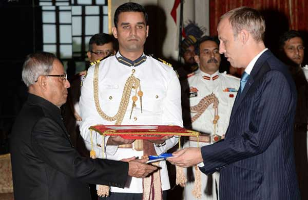 The Ambassador-designate of Luxembourg, Sam Schreiner presenting his credentials to the President, Pranab Mukherjee, at Rashtrapati Bhavan, in New Delhi on September 25, 2014.