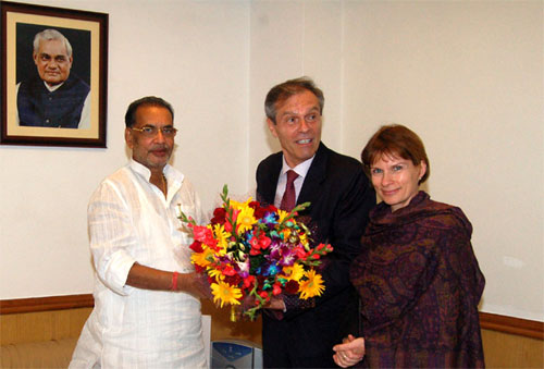 Union Minister for Agriculture, Shri Radha Mohan Singh welcoming the German Ambassador to India, Mr. Michael Stiener