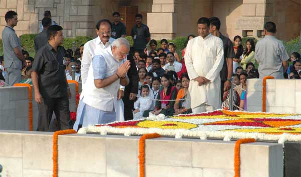 The Prime Minister, Narendra Modi paying homage at the Samadhi of Mahatma Gandhi on his 145th birth anniversary, at Rajghat, in Delhi on October 02, 2014.