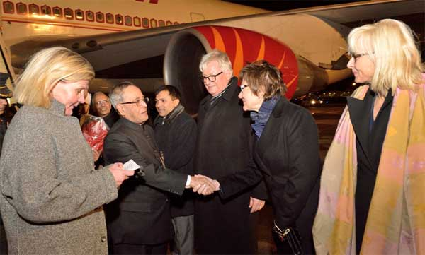 The President, Pranab Mukherjee being received by the Government Officials of Finland on his arrival, at Helsinki Airport, in Finland on October 14, 2014.