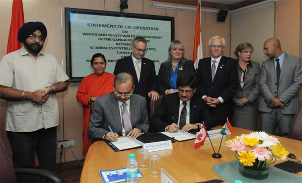 The Union Minister for Water Resources, River Development and Ganga Rejuvenation, Sushri Uma Bharti and the Minister of International Trade, Canada, Ed Fast witnessing the signing ceremony of the statement of Co-operation on Water and Waste Water Management in the Ganga River basin between IC-Impacts Centre of Excellence, Canada and National Mission for Clean Ganga, India, in New Delhi on October 15, 2014.