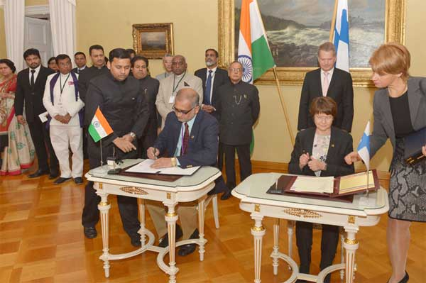 The President, Pranab Mukherjee and the President of Finland, Sauli Niinisto witnessing the signing of MoU, at Government House, in Helsinki, Finland on October 15, 2014.