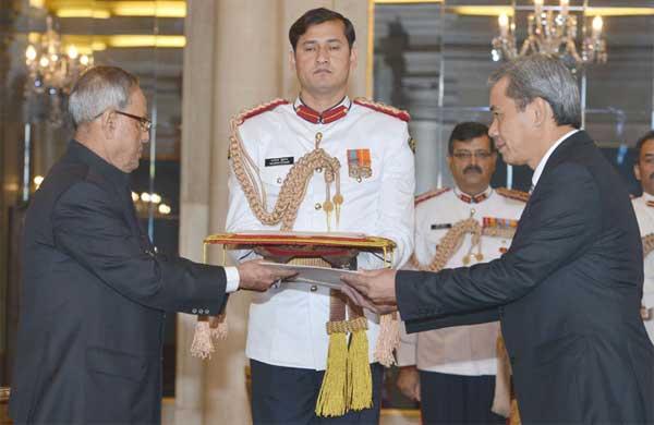 The Ambassador-designate of Vietnam, Ton Sinh Thanh presenting his credential to the President, Pranab Mukherjee, at Rashtrapati Bhavan, in New Delhi on October 21, 2014.
