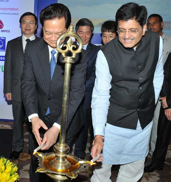 The Prime Minister of Socialist Republic of Vietnam, Nguyen Tan Dung and the Minister of State (Independent Charge) for Power, Coal and New and Renewable Energy, Piyush Goyal lighting the lamp, at the India-Vietnam Trade & Investment Forum, in New Delhi on October 27, 2014.