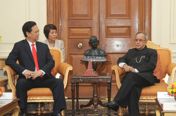 29pranab_with_pm_vietnam