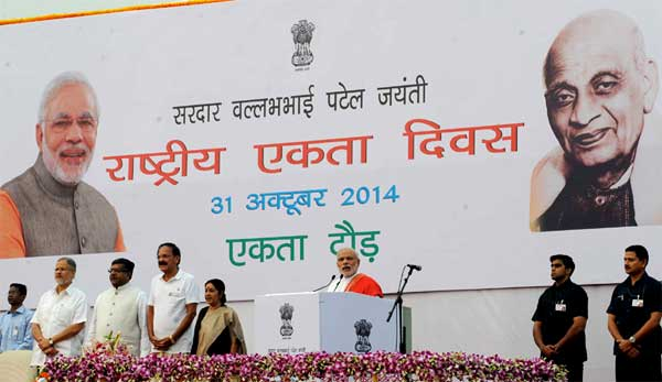 The Prime Minister, Narendra Modi addressing at Run for Unity, at the Rajpath for Rashtriya Ekta Diwas Celebrations, in New Delhi on October 31, 2014. The Union Minister for Urban Development, Housing and Urban Poverty Alleviation and Parliamentary Affairs, M. Venkaiah Naidu, the Union Minister for Communications & Information Technology and Law & Justice, Ravi Shankar Prasad, the Union Minister for External Affairs and Overseas Indian Affairs, Sushma Swaraj and the Lt. Governor of Delhi, Najeeb Jung are also seen.