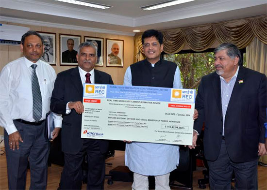 Rajeev Sharma, CMD REC presenting final dividend for FY13-14 to Mr. Piyush Goyal, Minister of State for Power, Coal and New & Renewable Energy (Independent charge)