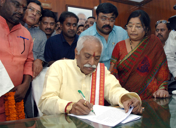 Bandaru Dattatreya taking charge as the Minister of State (Independent Charge) for Labour and Employment, in New Delhi on November 10, 2014.