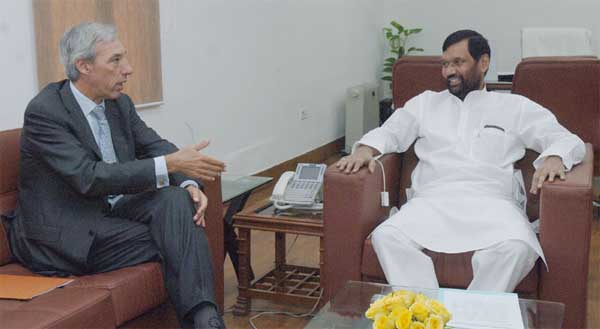 The Ambassador of the European Union to India, Dr. Joao Cravinho calling on the Union Minister for Consumer Affairs, Food and Public Distribution, Ram Vilas Paswan, to discuss bilateral issues, in New Delhi on November 12, 2014.
