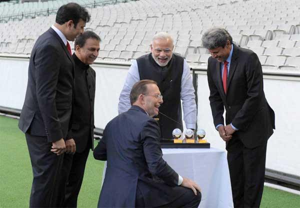The Prime Minister, Narendra Modi with the Prime Minister of Australia, Tony Abbott, Sunil Gavaskar, Kapil Dev and V.V.S. Laxman at the Civic Reception hosted by the Australian PM, at MCG, Australia on November 18, 2014.