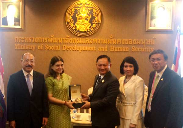 """The Union Minister for Women and Child Development, Maneka Sanjay Gandhi and the Minister for Social Development and Human Security, Thailand, Adul Saengsingkaew, at a bilateral meeting, during the """"Asia and Pacific Conference on Gender Equality and Women's Empowerment: Beijing+20 Review"""", at Bangkok on November 19, 2014."""