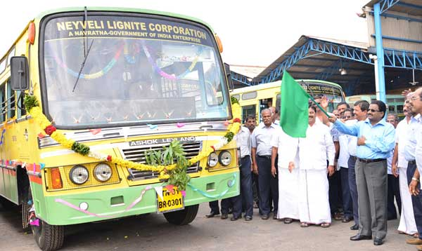 B.Surender Mohan, CMD,NLC flagging off the new Leyland Busses at Bus Dept. of Transport Department, Neyveli on 20-11-2014 in the presence of Shri Subir Dass, Director (Mines),  Senior Officials  and employees at  Neyveli.