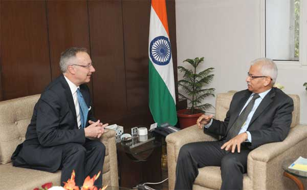 The Commerce Secretary, Rajeev Kher and the Deputy United States Trade Representative, Robert Holleyman, in a bilateral meeting, in New Delhi on November 24, 2014.