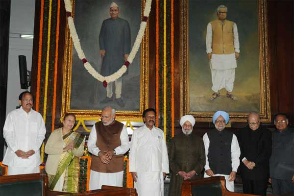 The Prime Minister, Narendra Modi, the former Prime Minister, Dr. Manmohan Singh, the Speaker, Lok Sabha, Sumitra Mahajan, the Union Minister for Urban Development, Housing and Urban Poverty Alleviation and Parliamentary Affairs, M. Venkaiah Naidu and other dignitaries paid homage, at the portrait of the former President, Late Dr. Rajendra Prasad on the occasion of his 130th birth anniversary, at Parliament House, in New Delhi on December 03, 2014.