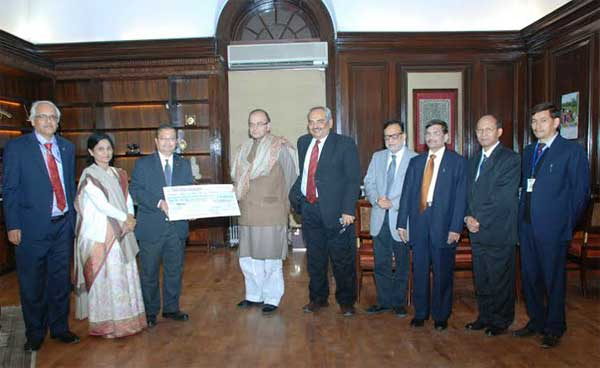 The Chairman, Life Insurance Corporation (LIC) of India, S.K. Roy presenting the dividend cheque of Rs.1634, 89, 57, 602.00 to the Union Minister for Finance, Corporate Affairs and Information & Broadcasting, Shri Arun Jaitley, in New Delhi on December 15, 2014. The Finance Secretary, Rajiv Mehrishi, the Secretary, Department of Financial Services, Ministry of Finance, Dr. Hasmukh Adhia and Manak, V.K. Sharma, Usha Sangwan, all Managing Directors, LIC are also seen.