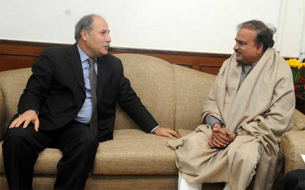 The Ambassador of Tunisia to India, Tarek Azouz meeting the Union Minister for Chemicals and Fertilizers, Ananthkumar, in New Delhi on January 13, 2015.