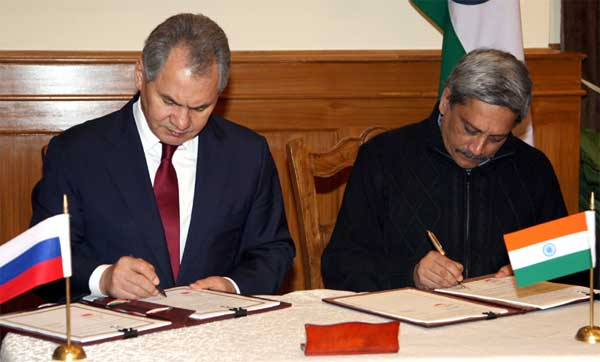 The Minister of Defence and General of Army of Russia Sergey K. Shoygu and the Union Minister for Defence, Manohar Parrikar signing a Memorandum of Understanding, in New Delhi on January 21, 2015.