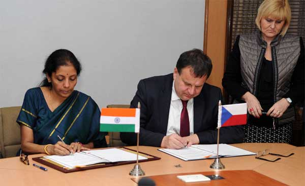 The Minister of State for Commerce & Industry (Independent Charge), Nirmala Sitharaman and the Minister of Industry and Trade, Czech Republic, Jan Mladek signing the Protocol on the 10th Session of the Joint Commission on Economic Cooperation between India and the Czech Republic, in New Delhi, on January 28, 2015.