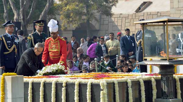 The President, Pranab Mukherjee laying wreath at the Samadhi of Mahatma Gandhi on the occasion of Martyr's Day, at Rajghat, in Delhi on January 30, 2015.