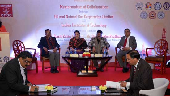ONGC CMD Sh Dinesh K Sarraf (right) and IIT Kharagpur Director Sh Partha P Chakrabarti signing the MoC. Seen in the picture are Union Minister of HRD Smt Smriti Zubin Irani (3rd left), Minister of State (I/C) for P&NG Sh Dharmendra Pradhan (3rd right), Secretary P&NG Sh Saurabh Chandra (2nd right) and Additional Secretary HRD Sh Amarjeet Sinha
