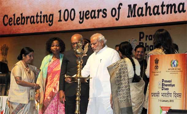 Prime Ministeri Narendra Modi lighting the lamp at the inauguration of the Pravasi Bharatiya Divas 2015, in Gandhinagar, Gujarat