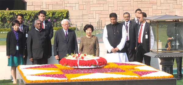 The President of the Republic of Singapore, Dr. Tony Tan Keng Yam and Mrs. Mary Tan paying homage at the Samadhi of Mahatma Gandhi, at Rajghat, in Delhi on February 09, 2015. The Minister of State for Road Transport & Highways and Shipping, P. Radhakrishnan and other dignitaries are also seen.