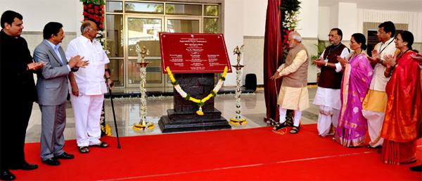 The Prime Minister, Narendra Modi unveiling the plaque to inaugurate the Appasaheb Pawar Auditorium of Agricultural Development Trust, in Baramati, Maharashtra on February 14, 2015. The Governor of Maharashtra, C. Vidyasagar Rao, Chief Minister of Maharashtra, Devendra Fadnavis, the Union Minister for Agriculture, Radha Mohan Singh and other dignitaries are also seen.