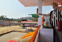 The Prime Minister, Narendra Modi flagging off the AC express between Naharlagun and New Delhi, at Itanagar, in Arunachal Pradesh