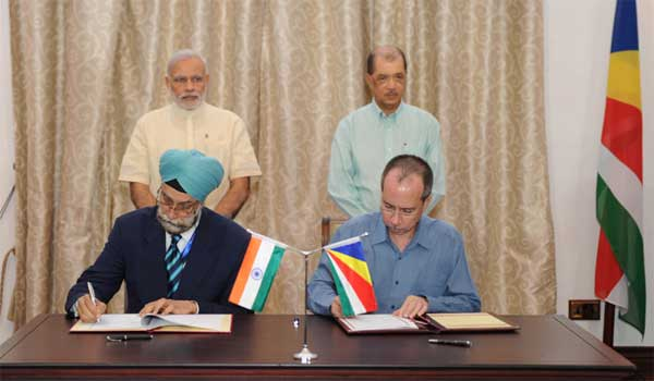 The Prime Minister, Narendra Modi and the President of Seychelles, James Michel witnessing the signing of agreements between India and Syechelles, in Seychelles on March 11, 2015.