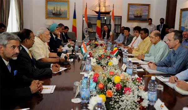 The Prime Minister, Narendra Modi and the President of Seychelles, James Michel at the delegation level talks, in Seychelles on March 11, 2015.