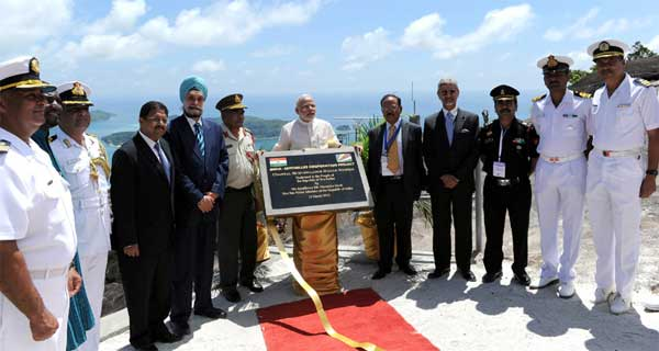 The Prime Minister, Narendra Modi unveiling the plaque and operationalization of Radar for the CSRS India-Seychelles Cooperation Project, in Mahe, Seychelles on March 11, 2015.