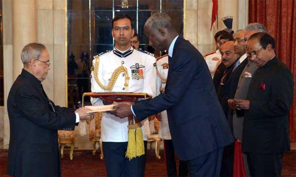 The Ambassador-designate of the Republic of Senegal, El Hadji lbou Boye presenting his credential to the President, Pranab Mukherjee, at Rashtrapati Bhavan, in New Delhi on March 18, 2015.