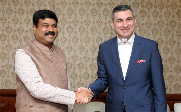 The Ambassador of Iraq to India, Ahmad Berwari meeting the Minister of State for Petroleum and Natural Gas (Independent Charge), Dharmendra Pradhan, in New Delhi on March 19, 2015.