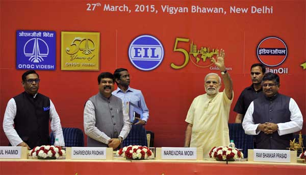 The Prime Minister, Narendra Modi at the 'Urja Sangam', a summit dedicated to energy, in New Delhi on March 27, 2015. The Union Minister for Communications & Information Technology, Ravi Shankar Prasad and the Minister of State for Petroleum and Natural Gas (Independent Charge), Dharmendra Pradhan are also seen.