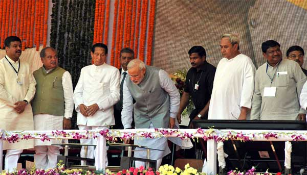 The Prime Minister, Narendra Modi unveiling the plaque to dedicate to the Nation of Rourkela Steel Plant, in Odisha on April 01, 2015. The Governor of Odisha, S.C. Jamir, the Chief Minister of Odisha, Naveen Patnaik, the Union Minister for Mines and Steel, Narendra Singh Tomar, the Union Minister for Tribal Affairs, Jual Oram and the Minister of State for Petroleum and Natural Gas (Independent Charge), Dharmendra Pradhan are also seen.