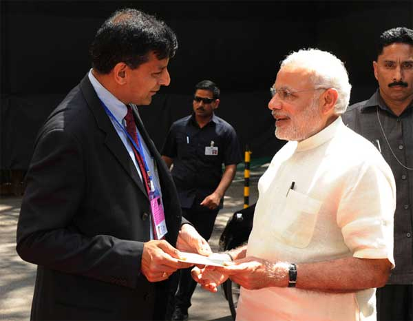 The Prime Minister, Narendra Modi being received by the Governor of Reserve Bank of India, Raghuram Rajan at the Financial Inclusion Conference of RBI, in Mumbai on April 02, 2015.