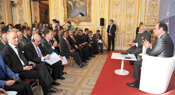 The Prime Minister, Narendra Modi and the President of France, Francois Hollande at the India-France CEO Forum, in Paris on April 10, 2015.